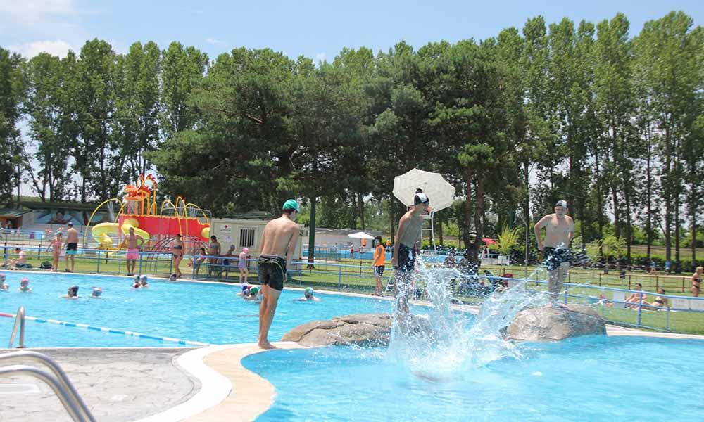 M s de personas han disfrutado ya de las piscinas for Horario piscinas valencia de don juan
